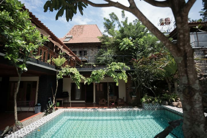 Villa full furnished 4BR ciloto puncak