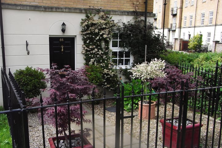 Double Room Close to City & Rail