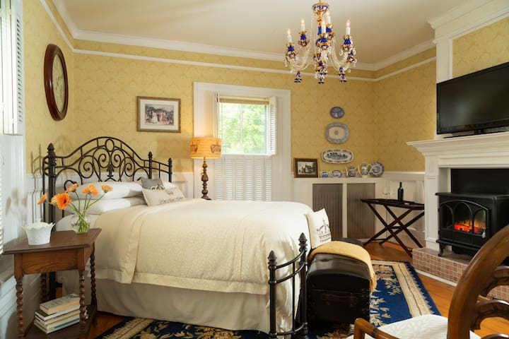 Regal room in an ocean front B&B
