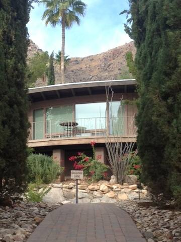 Great 2 Guest Apt. W/ City View OC8 - Tucson - Apartment