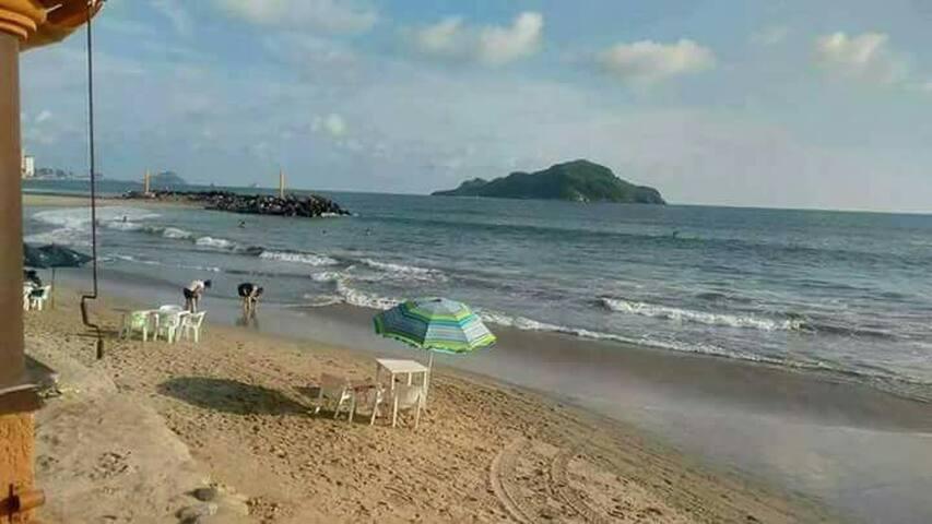 Mejor playa zona dorada bonito departamento