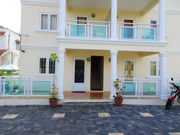 Apartment with 2 bedrooms in Pereybere, with shared pool and enclosed garden - 500 m from the beach