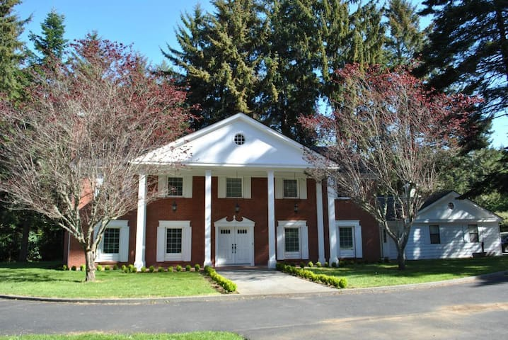 'Serenity Suites B&B' (Nautical Rm) - Crescent City - Bed & Breakfast