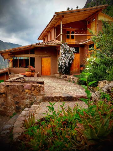 Adobe Family Home in Peaceful Pisac Landscape