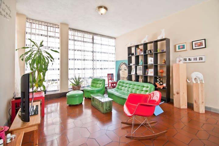 Sunny Art Deco Modern Room - Simeon Canas - Leilighet