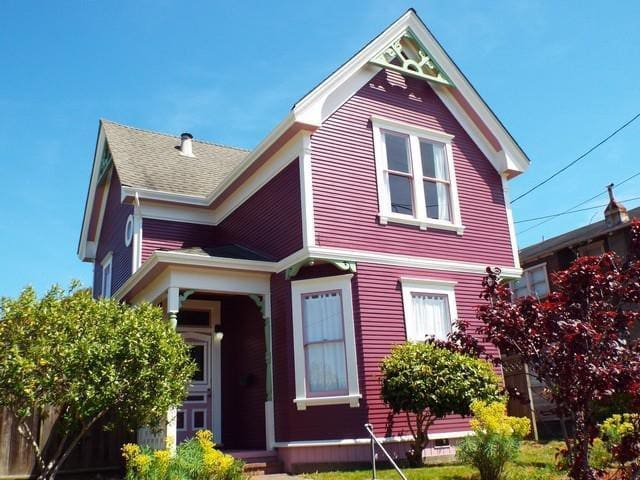 ♥ Historic Victorian—Avail for Short/Long Term