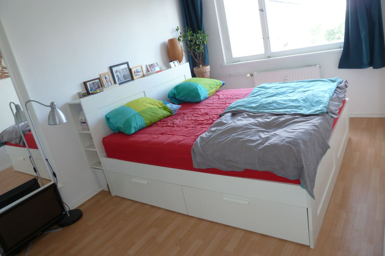 Schlafzimmer, 1,80m Bett bedroom, king-size bed