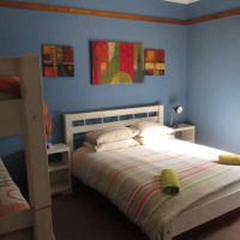 Hermanus Backpackers - Private ensuite family room