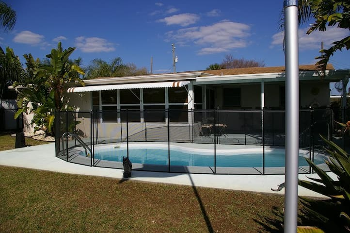 Serenity on the Gulf, 3br/2b, Pool, Boat lift-Dock - Hudson - Huis