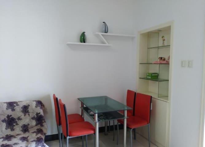 简约风格一居室宽敞公寓,适合1-3人住宿,葵青景色优美,空气清新,位置好、配套设施齐全