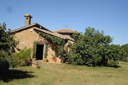 Casa nella natura (intera struttura 400 mq circa) - Hus