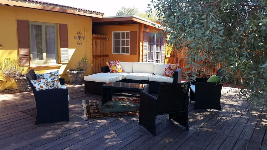 """Marmalade Skies"" Desert Retreat - Twentynine Palms - Huis"