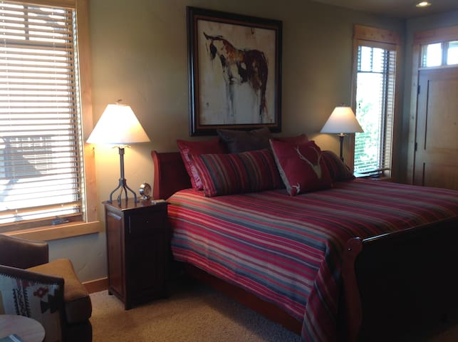 Private King Suite: Angus at Brasada Ranch Resort - Powell Butte - Srub