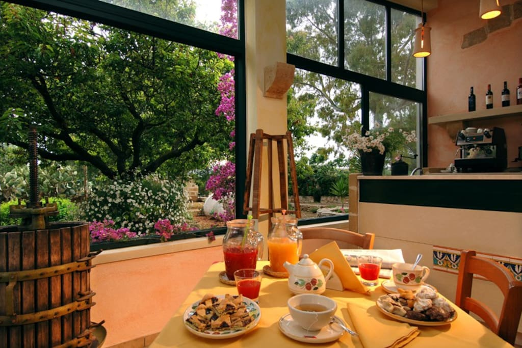la colazione del mattino in sala
