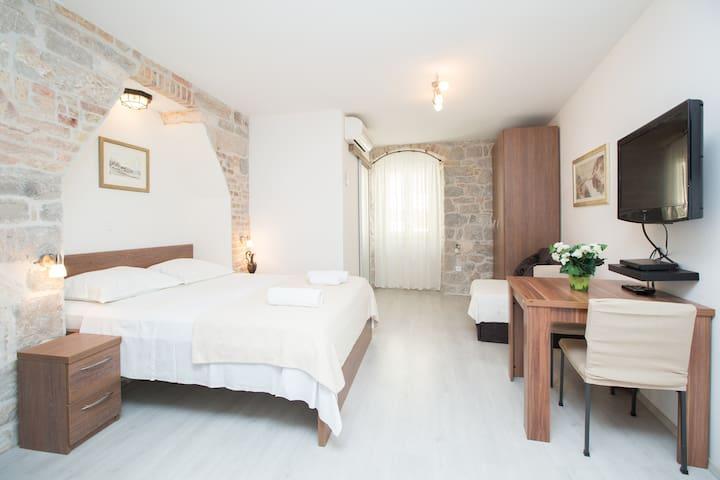 Apartments Centrum Split No.4 (Studio apartment)