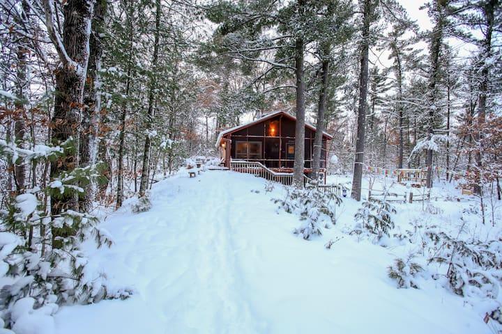 Wood River Retreat: Private Cabin Above the River