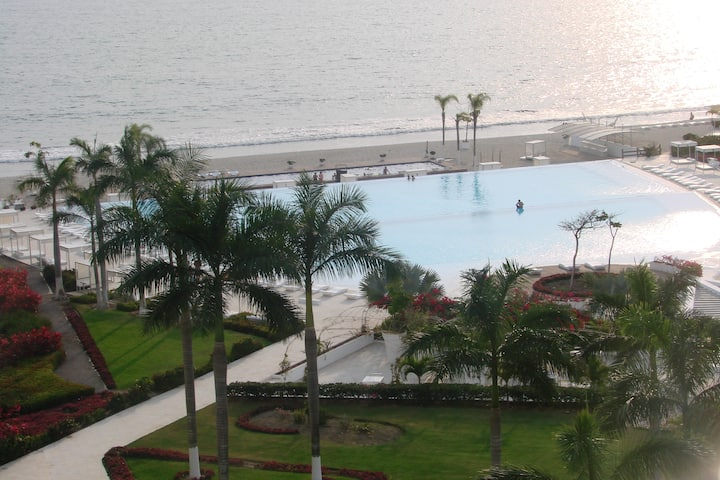 BEACH AND SWIMMING POOL FRONT VIEW, 6 PEOPLE APT