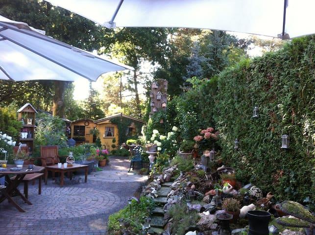 Mooie verblijf in bosrijke omgeving - Soesterberg - Casa