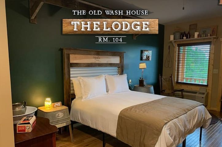 """The Old Wash House"" Lodge Room 104"