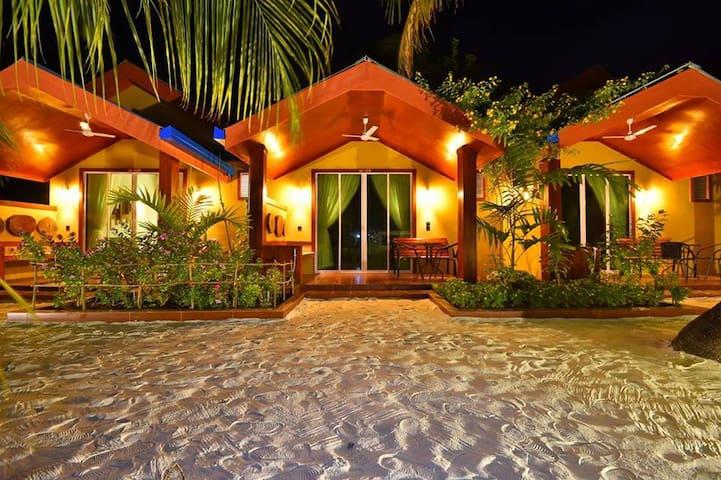 Beach Villa Ukulhas - Honeymoon Bungalow