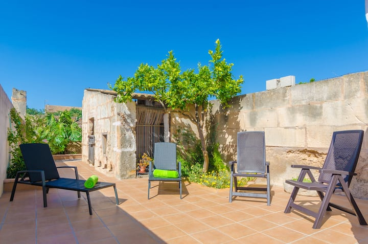 CAN SALAS - Apartment with terrace in Porreres. Free WiFi