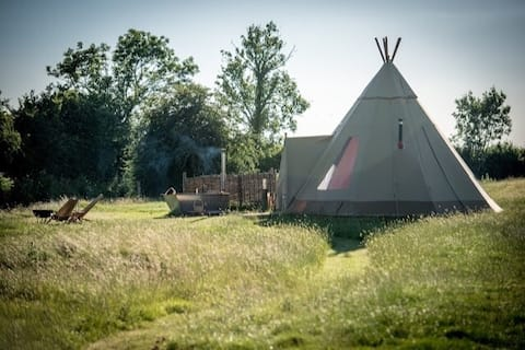 Luxury Glamping Tipi in Priors Hardwick