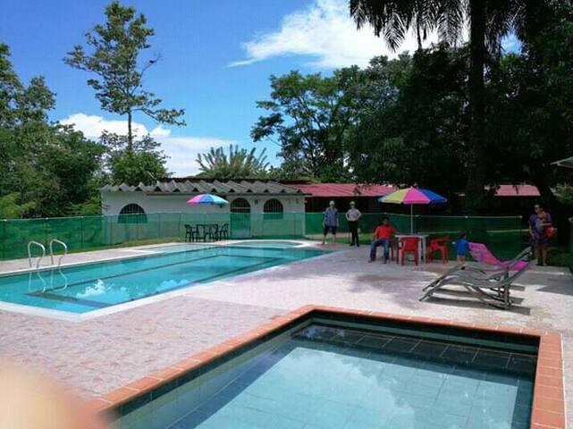 Hacienda el Jardín, casas de campo y zona camping