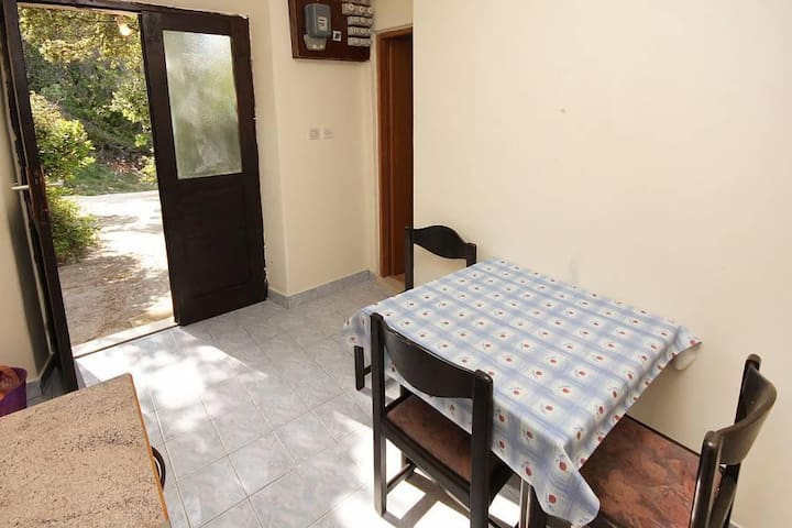One bedroom apartment near beach Kozarica, Mljet (A-4950-d) - Kozarica - Lejlighed