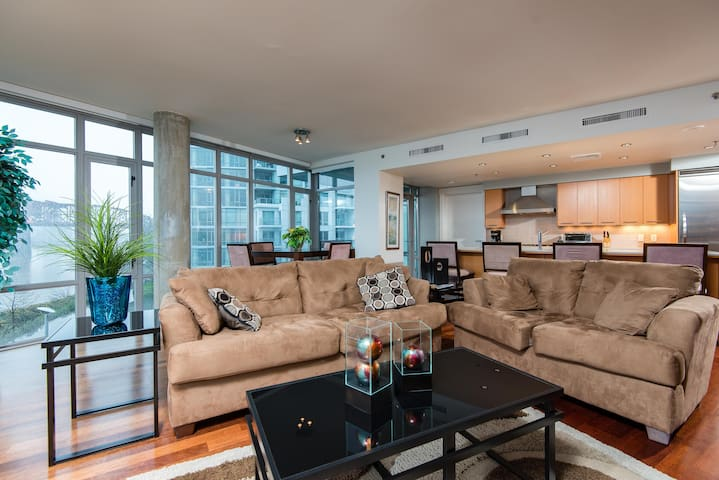 Lovely FURNISHED riverfront condo