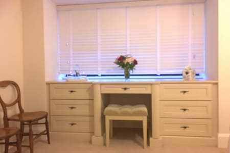 By the sea in artists home -ensuite - Bournemouth - House