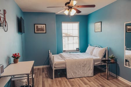PrivateRoom/Houston/ No Cleaning Fee/Hosted Leo@Au