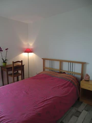 Chambre spacieuse & parking en centre-ville - Cahors - Apartamento