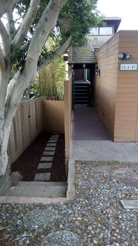 Private entrance, 2 bedrooms, beach 5 blocks away! - Encinitas - Hus
