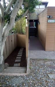 5 blocks to beach, 2 bedrooms, private entrance! - Encinitas