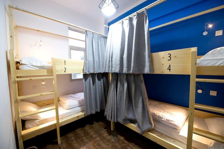 独卫空调四人间一个床位