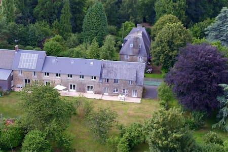 LES LOGIS DU MANOIR    Chambres d'hôtes - Saint-Maur-des-Bois