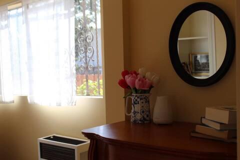 Private cozy Room near USC & DTLA
