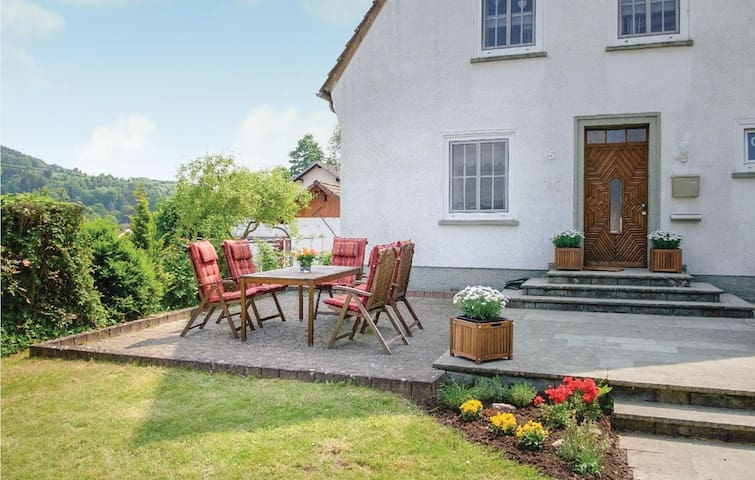 Semi-Detached with 2 bedrooms on 80m² in Lügde