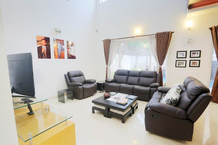 NEW HIGH END 3 BED VILLA 5 MTS TO BEACH & TO ECR