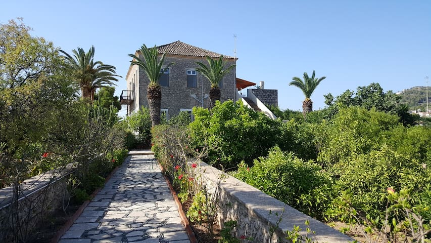 Independent house in an aristocratic villa - Spetses - Appartamento