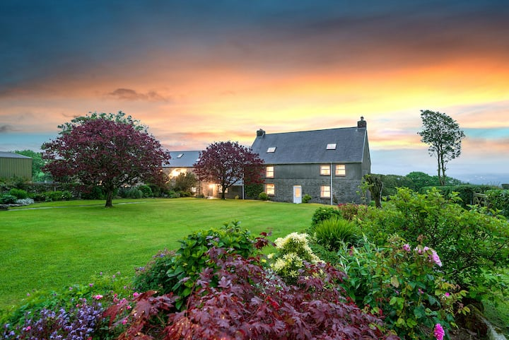 Kidwelly Farmhouse Bed & Breakfast - The Rafters