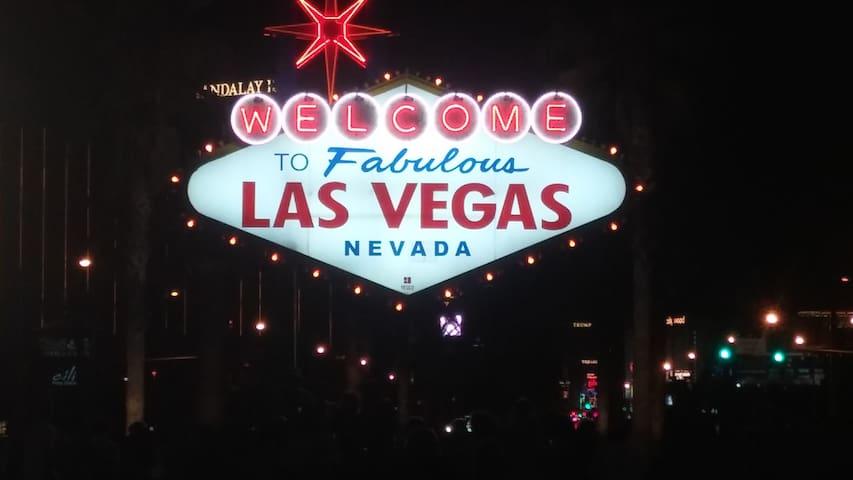 Private Condo Close to Strip in Gated Community - Las Vegas - Appartement