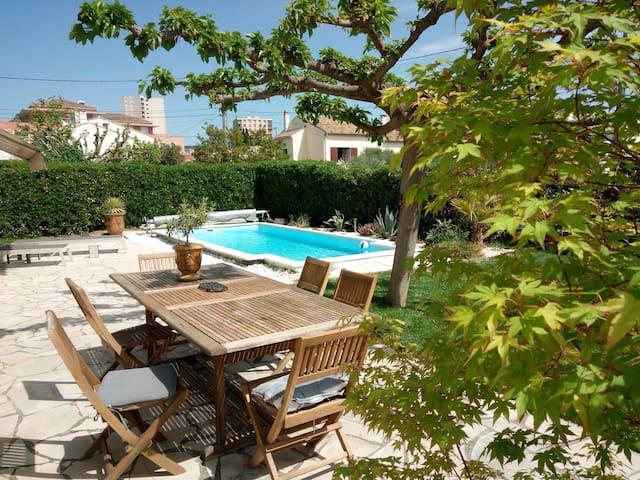 RDC d'une villa provençale +piscine exclusive