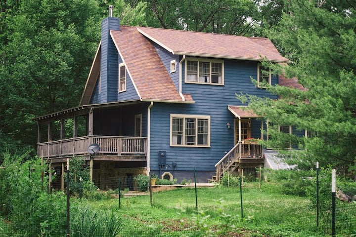 Cozy APT on Organic Farm in Woods