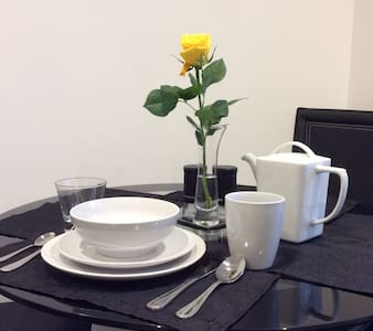 Tinkerbell serviced apartment-with full kitchen - Bed & Breakfast