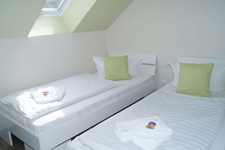 Gemütliches Zweibettzimmer mit Frühstück und WLan