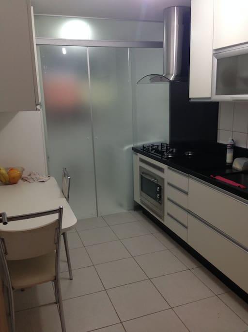 Cozinha pl,anejada e completa.