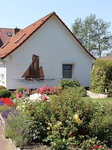Gemütliches Ferienhaus auf Rügen - Wiek - Haus