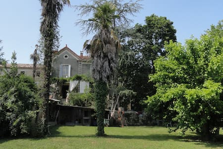"""""""Cantemerle"""" : 1 Chambre 3 places - Goudargues - Bed & Breakfast"""