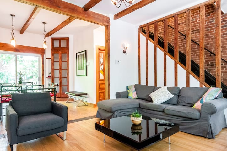 CHIC 4 BR/2Ba COTTAGE near OLD MTL! - Montreal - House